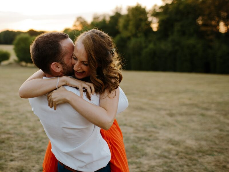 Picking up Women Through Online Dating – Any Man Can Do It